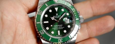 Rolex Submariner Date Green Ceramic 116610LV 40 mm (The Hulk) (12/2019)